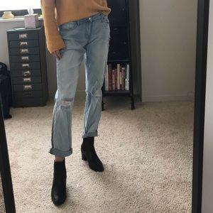 Denim - Low rise light wash boyfriend jeans